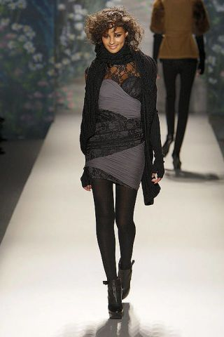 Clothing, Leg, Fashion show, Human body, Winter, Shoulder, Runway, Textile, Joint, Outerwear,