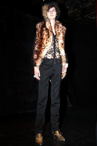Brown, Shoe, Standing, Style, Collar, Fashion, Black, Street fashion, Beige, Blazer,
