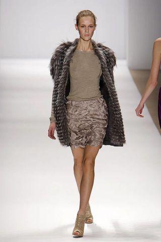 Fashion show, Event, Shoulder, Textile, Human leg, Runway, Joint, Fashion model, Outerwear, Dress,