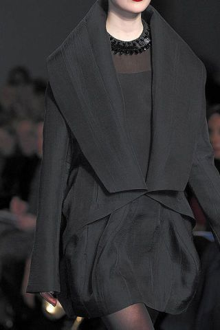 Sleeve, Joint, Fashion model, Fashion show, Style, Fashion, Runway, One-piece garment, Fashion design, Haute couture,