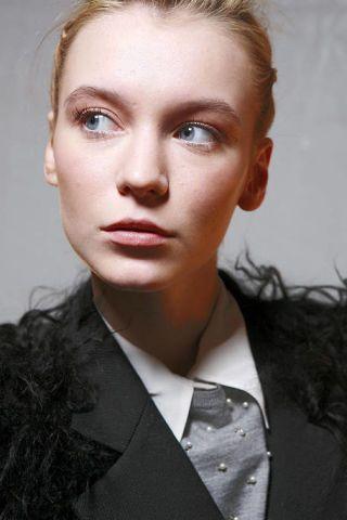 Head, Lip, Eye, Hairstyle, Chin, Forehead, Eyebrow, Eyelash, Formal wear, Style,