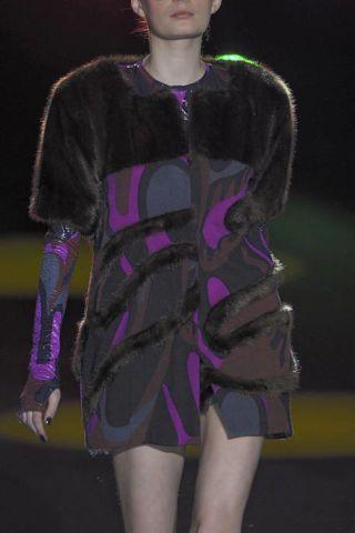 Human body, Sleeve, Shoulder, Joint, Purple, Thigh, Fashion, Violet, Fashion design, Fashion model,