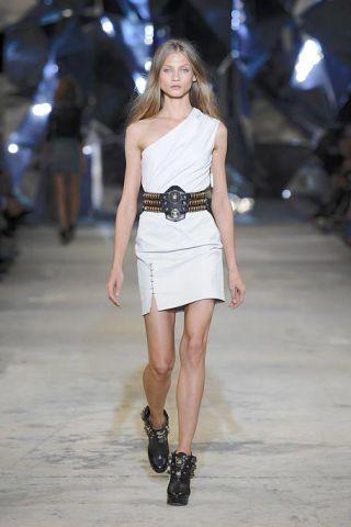 Human leg, Shoulder, Fashion show, Joint, Dress, White, Fashion model, Style, Runway, Street fashion,