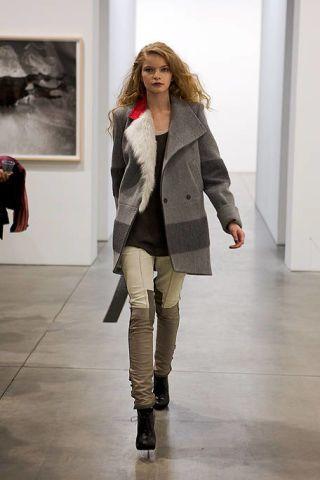 Brown, Sleeve, Shoulder, Textile, Joint, Outerwear, Coat, Style, Floor, Khaki,