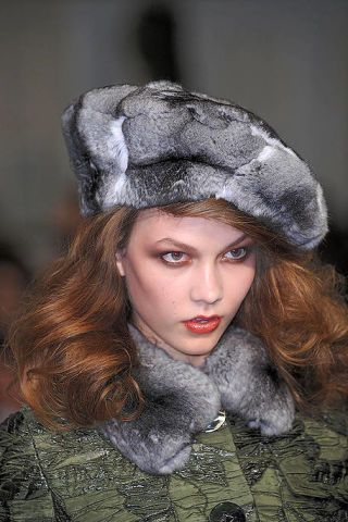 Textile, Headgear, Costume accessory, Fur clothing, Fashion, Natural material, Animal product, Fur, Photography, Portrait,