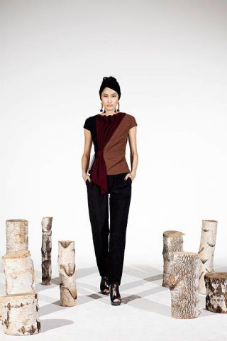 Human, Sleeve, Trousers, Human body, Shoulder, Standing, Human leg, Denim, Knee, Black hair,