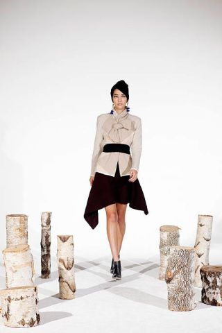 Clothing, Leg, Sleeve, Shoulder, Collar, Standing, Style, Street fashion, Knee, Fashion,