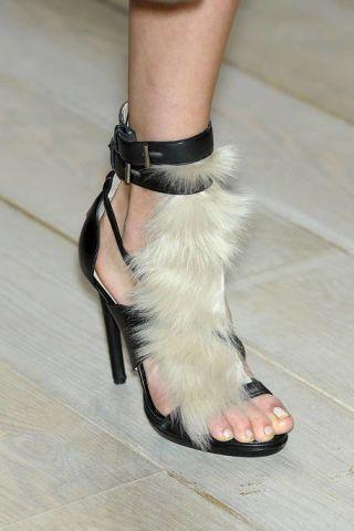 Leg, Human leg, Toe, Joint, Foot, Fashion, Ankle, Nail, Sandal, Silver,