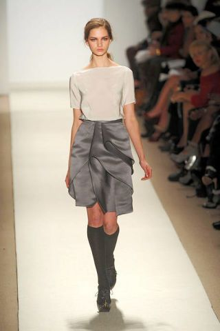 Clothing, Leg, Sleeve, Human leg, Shoulder, Fashion show, Textile, Joint, Style, Knee,