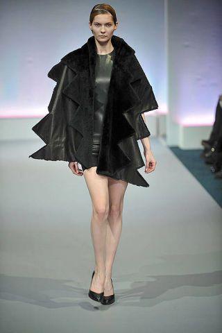 Clothing, Leg, Human body, Human leg, Shoulder, Fashion show, Joint, Outerwear, Dress, Runway,