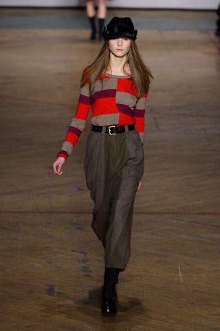 Brown, Sleeve, Floor, Joint, Flooring, Standing, Waist, Hat, Style, Street fashion,