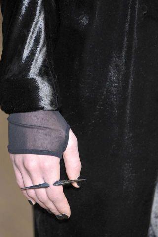 Leg, Human leg, Joint, Toe, Sandal, Foot, Knee, Black, Thigh, Tights,