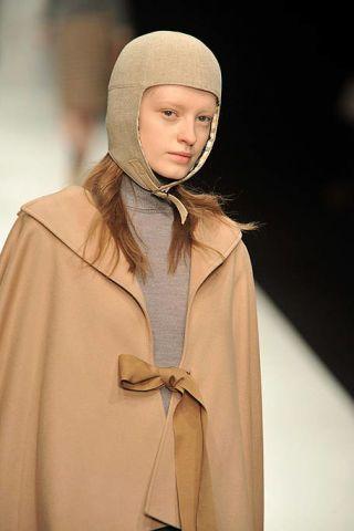 Collar, Cloak, Headgear, Fashion, Costume design, Costume, Beige, Wrap, Mantle, Cape,