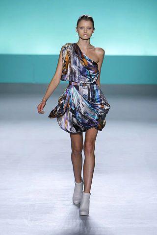 Clothing, Fashion show, Human body, Dress, Human leg, Shoulder, Runway, Joint, One-piece garment, Style,