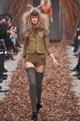 Human, Leg, Brown, Textile, Outerwear, Denim, Jeans, Jacket, Style, Street fashion,