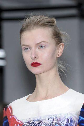 Ear, Nose, Lip, Hairstyle, Eyebrow, Eyelash, Style, Fashion, Neck, Beauty,