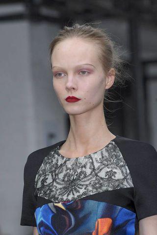 Hair, Head, Ear, Lip, Hairstyle, Eyebrow, Style, Eyelash, Beauty, Street fashion,
