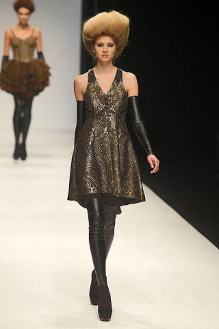 Clothing, Human, Leg, Brown, Hairstyle, Human body, Shoulder, Textile, Joint, Fashion show,
