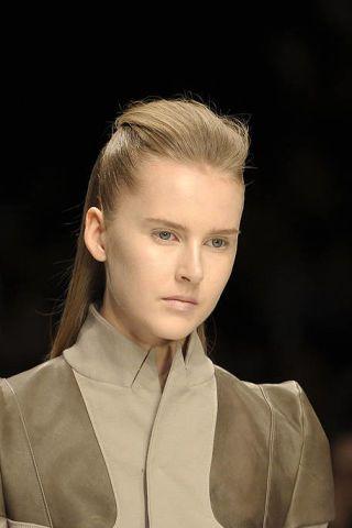 Hair, Ear, Lip, Hairstyle, Collar, Forehead, Eyebrow, Style, Fashion, Eyelash,