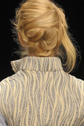 Hairstyle, Shoulder, Textile, Back, Style, Blond, Neck, Brown hair, Long hair, Hair coloring,