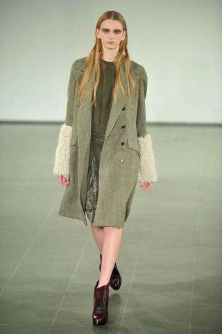Clothing, Footwear, Sleeve, Fashion show, Shoulder, Joint, Outerwear, Runway, Human leg, Style,
