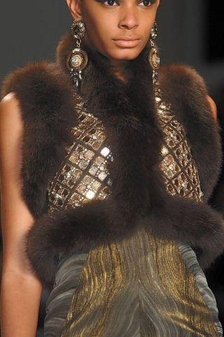 Lip, Hairstyle, Skin, Shoulder, Textile, Fur clothing, Fashion model, Fashion show, Fashion, Eyelash,