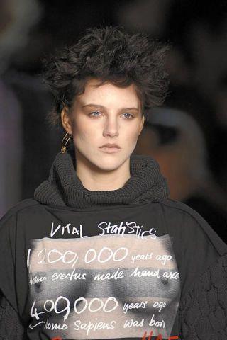 Hairstyle, Sleeve, Forehead, Eyebrow, Style, Black hair, Street fashion, Fashion, Cool, Portrait photography,