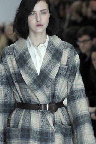 Lip, Collar, Sleeve, Pattern, Plaid, Dress shirt, Textile, Outerwear, Tartan, Formal wear,