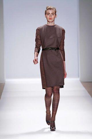Sleeve, Human body, Fashion show, Shoulder, Human leg, Dress, Joint, Runway, Style, Fashion model,