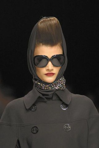 Clothing, Eyewear, Vision care, Collar, Sleeve, Earrings, Style, Sunglasses, Fashion accessory, Fashion,