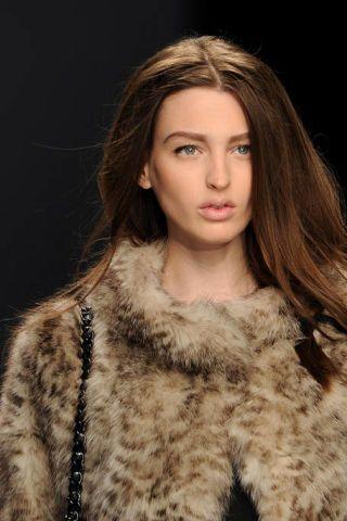 Lip, Brown, Hairstyle, Skin, Eyebrow, Textile, Fur clothing, Eyelash, Style, Fashion model,