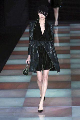 Clothing, Human body, Human leg, Dress, Joint, Style, Fashion show, Fashion model, Street fashion, Fashion accessory,