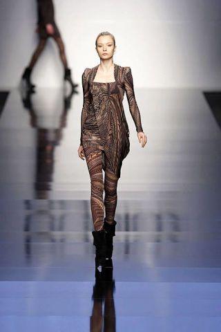 Fashion show, Shoulder, Runway, Joint, Waist, Style, Fashion model, Dress, Fashion, Neck,
