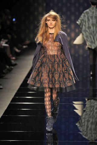 Clothing, Brown, Sleeve, Fashion show, Textile, Runway, Outerwear, Winter, Style, Pattern,