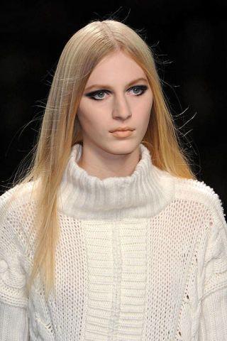 Clothing, Lip, Hairstyle, Sleeve, Eyebrow, Textile, Eyelash, Style, Beauty, Street fashion,