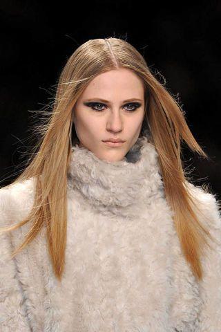 Clothing, Lip, Hairstyle, Skin, Eyebrow, Textile, Eyelash, Style, Fashion model, Beauty,