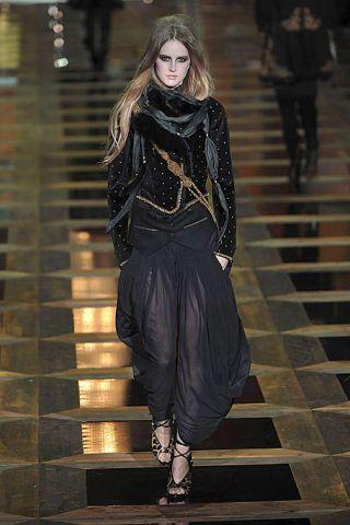Style, Street fashion, Fashion model, Fashion, Stairs, Knee, Fashion show, Waist, Long hair, Fashion design,