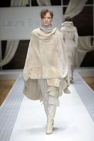Fashion show, Textile, Runway, Fashion model, Fashion, Beige, Fur, Costume design, Model, Haute couture,