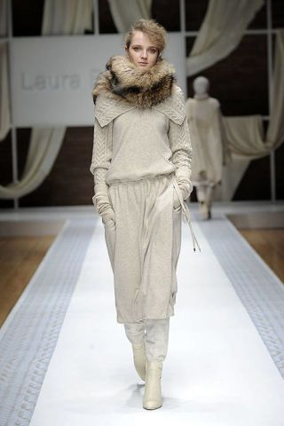Textile, Fashion show, Runway, Style, Floor, Flooring, Fashion model, Fashion, Waist, Khaki,