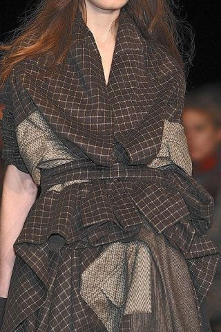 Sleeve, Pattern, Textile, Collar, Dress, Style, Formal wear, One-piece garment, Fashion, Neck,