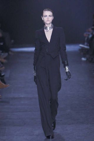 Jewellery, Outerwear, Standing, Formal wear, Style, Collar, Fashion show, Motorcycle, Fashion model, Blazer,