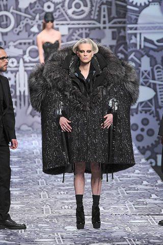 Clothing, Human, Winter, Leg, Textile, Coat, Outerwear, Style, Fashion model, Fur clothing,