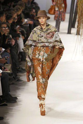 Leg, Fashion show, Human body, Shoulder, Runway, Hat, Joint, Style, Fashion model, Winter,