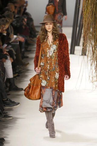 Clothing, Leg, Brown, Trousers, Textile, Bag, Hat, Joint, Outerwear, Style,