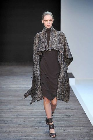 Clothing, Sleeve, Fashion show, Shoulder, Joint, Runway, Style, Dress, Fashion model, Fashion,