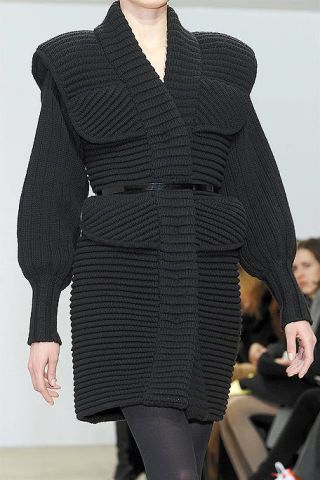 Sleeve, Shoulder, Textile, Joint, Collar, Outerwear, Standing, Style, Pattern, Fashion,