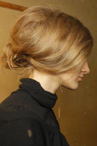 Hair, Hairstyle, Chin, Style, Blond, Neck, Brown hair, Hair coloring, Street fashion, Bangs,
