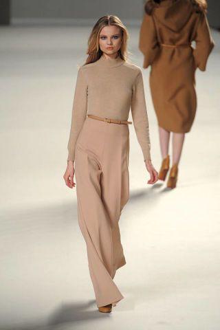 Clothing, Brown, Fashion show, Sleeve, Shoulder, Joint, Human leg, Standing, Fashion model, Waist,