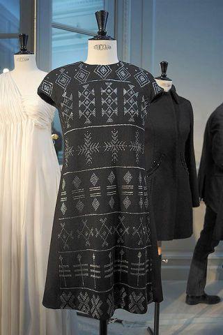Sleeve, Textile, Dress, Mannequin, Pattern, Formal wear, Fashion, One-piece garment, Grey, Fashion design,