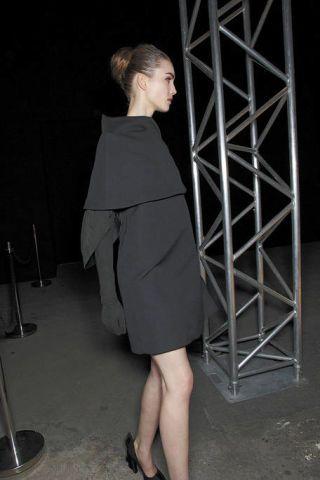 Clothing, Leg, Sleeve, Shoe, Shoulder, Human leg, Joint, Dress, Style, Knee,